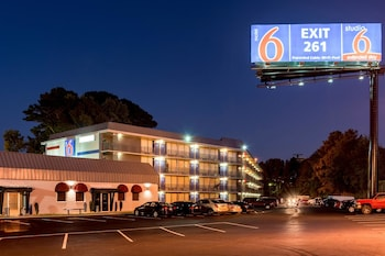 Motel 6 Atlanta Marietta - Hotel Front - Evening/Night  - #0