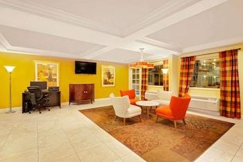 Lobby at Howard Johnson by Wyndham Las Vegas near the Strip in Las Vegas