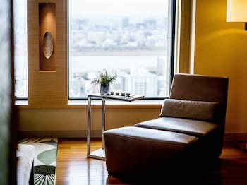 クラブ ルーム キングベッド 1 台|インターコンチネンタルホテル大阪