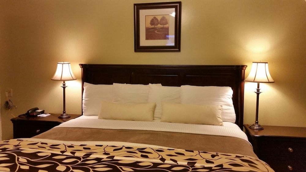 Parkway Motel & European Lodges, Division No. 3