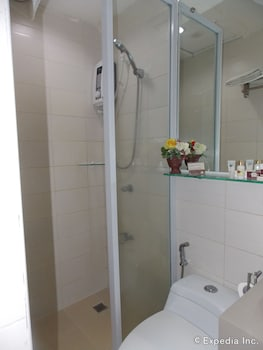 The Suites at Calle Nueva Bacolod Bathroom