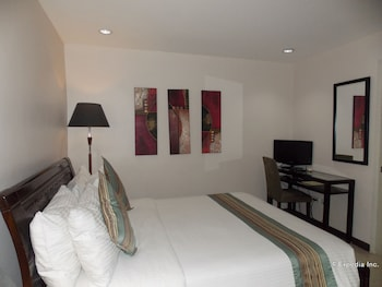 The Suites at Calle Nueva Bacolod Guestroom