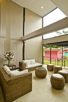 Camp Holiday Resort & Recreation Area Davao Lobby Sitting Area
