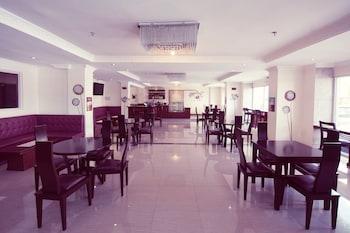 Clarkk Renaissance Hotel Clark Hotel Bar