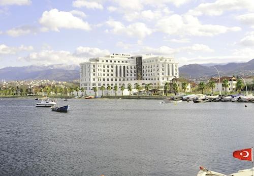 . Wellborn Luxury Hotel