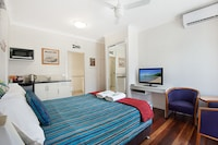 Standard Studio, 1 Queen Bed at Gold Coast Airport Accommodation - La Costa Motel in Bilinga