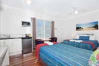 Deluxe Studio at Gold Coast Airport Accommodation - La Costa Motel in Bilinga