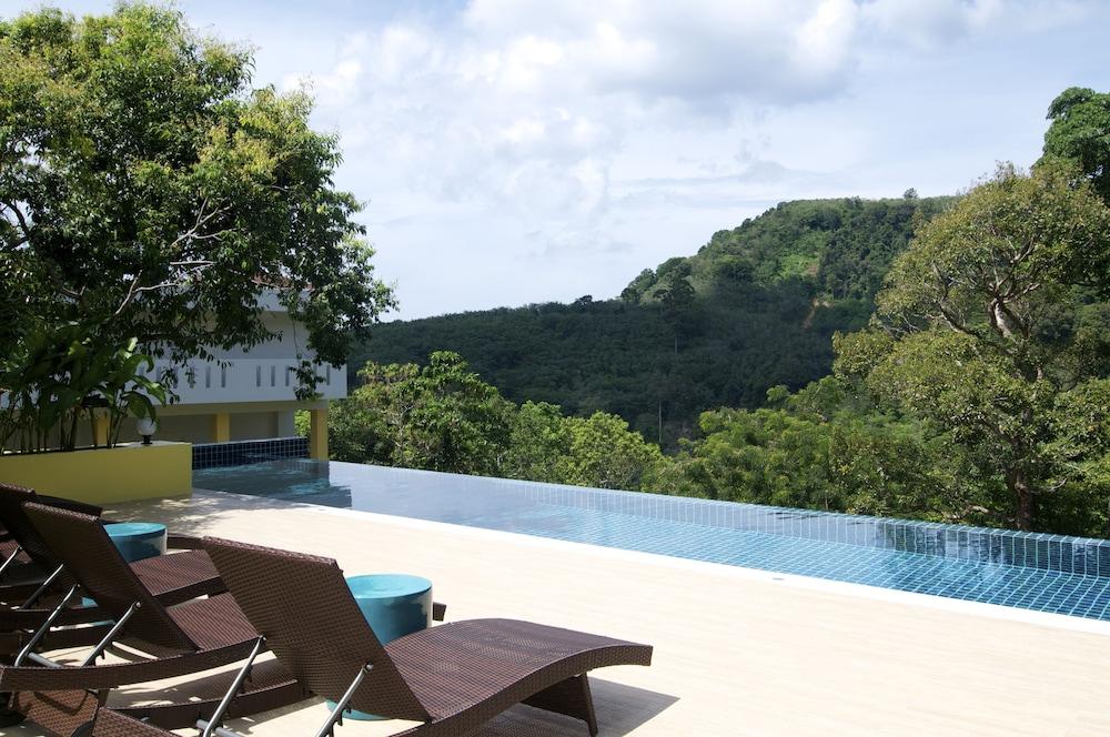 https://i.travelapi.com/hotels/6000000/5780000/5774000/5773991/563a6652_z.jpg