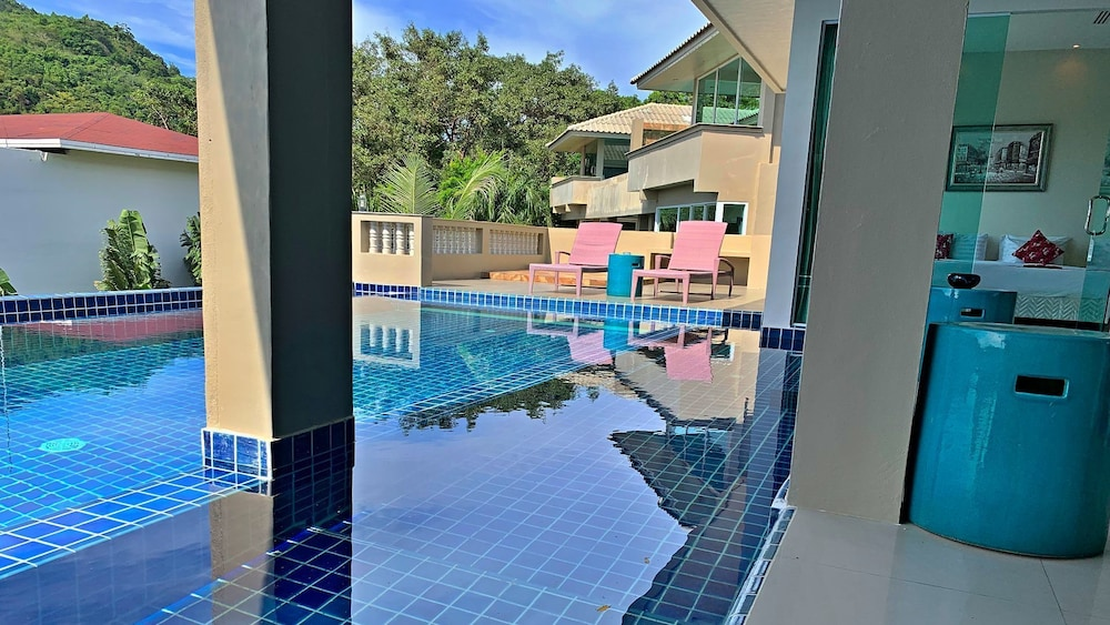 https://i.travelapi.com/hotels/6000000/5780000/5774000/5773991/5c11b7cb_z.jpg
