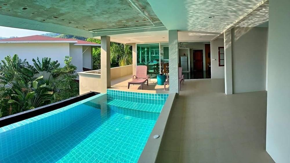 https://i.travelapi.com/hotels/6000000/5780000/5774000/5773991/b6480d23_z.jpg