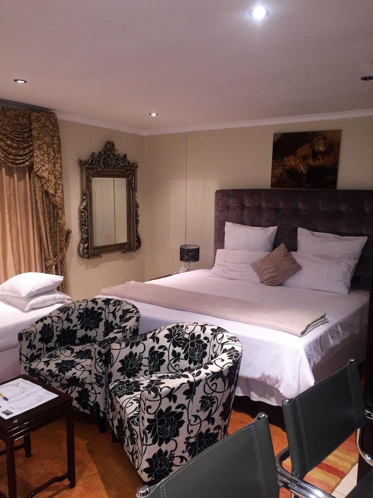https://i.travelapi.com/hotels/6000000/5780000/5779600/5779526/0ab29310_z.jpg