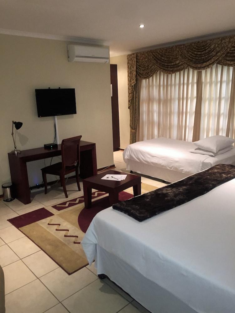 https://i.travelapi.com/hotels/6000000/5780000/5779600/5779526/13c9dce9_z.jpg