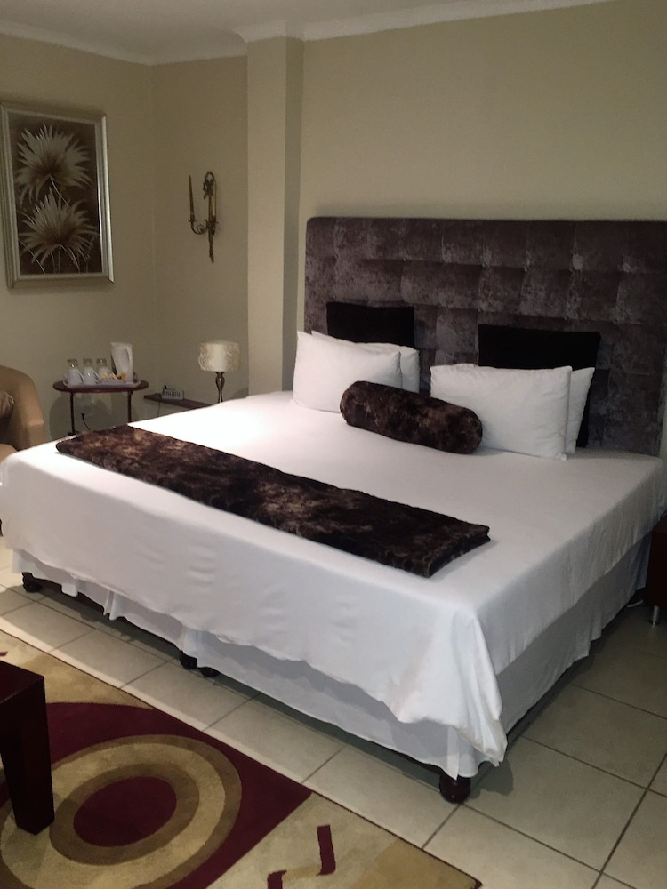 https://i.travelapi.com/hotels/6000000/5780000/5779600/5779526/267beaad_z.jpg