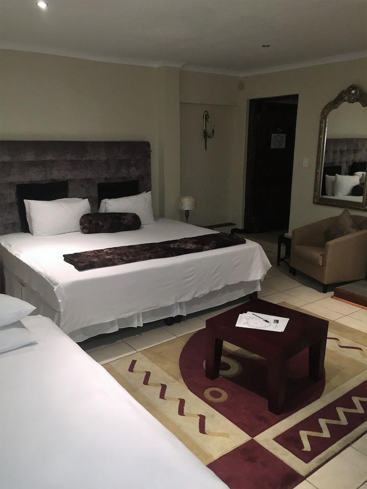 https://i.travelapi.com/hotels/6000000/5780000/5779600/5779526/5d3bb86c_z.jpg