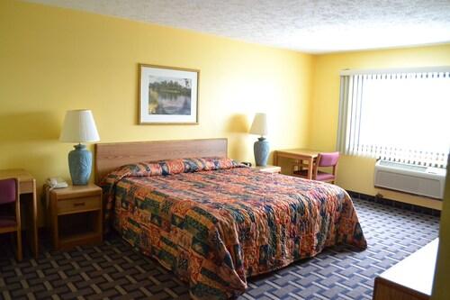 . Sky Lodge Inn & Suites