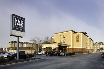 Hotel - Red Lion Inn & Suites Saraland