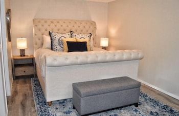 Carriage House Deluxe Suite