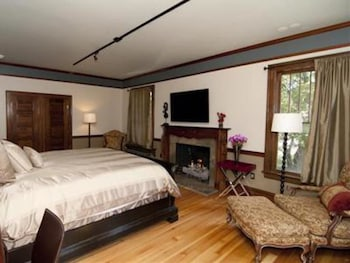 Mansion Fireplace Suite