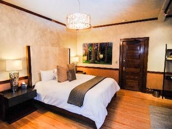 Mansion King Parlor Suite