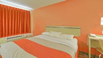 Guestroom at Motel 6 Philadelphia- MT Laurel in Maple Shade