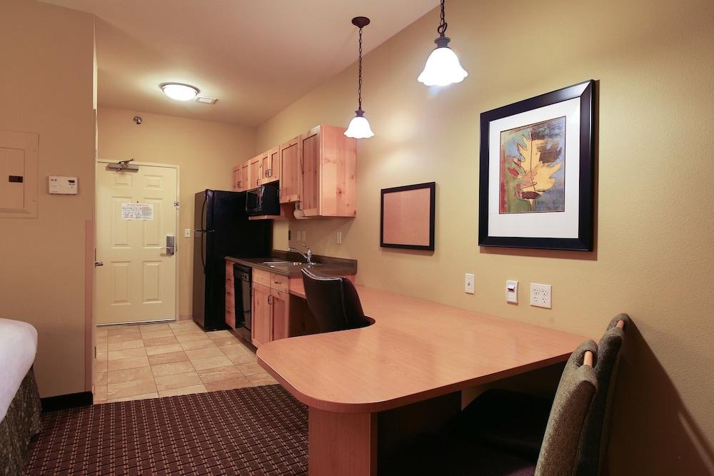 수리 밸리 스위트(Souris Valley Suites) Hotel Image 15 - In-Room Kitchen