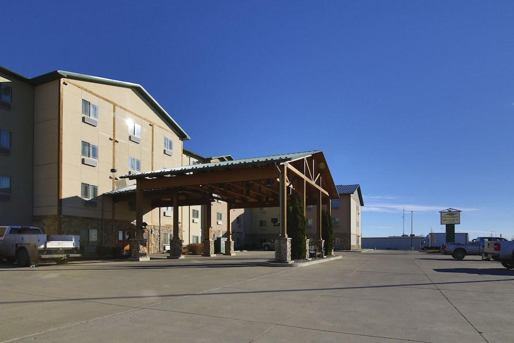 수리 밸리 스위트(Souris Valley Suites) Hotel Image 40 - Parking