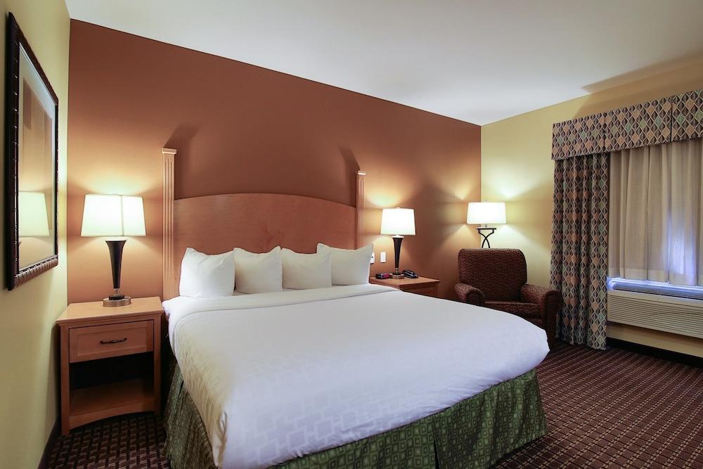 수리 밸리 스위트(Souris Valley Suites) Hotel Image 10 - Guestroom