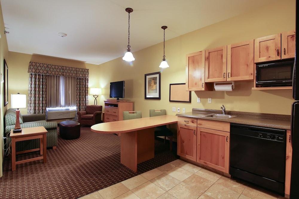 수리 밸리 스위트(Souris Valley Suites) Hotel Image 9 - Guestroom