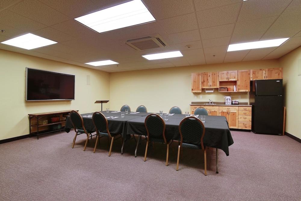 수리 밸리 스위트(Souris Valley Suites) Hotel Image 34 - Meeting Facility