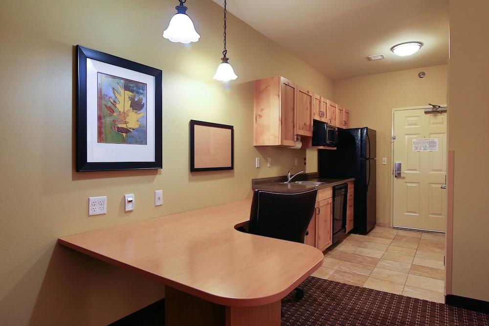 수리 밸리 스위트(Souris Valley Suites) Hotel Image 7 - Guestroom