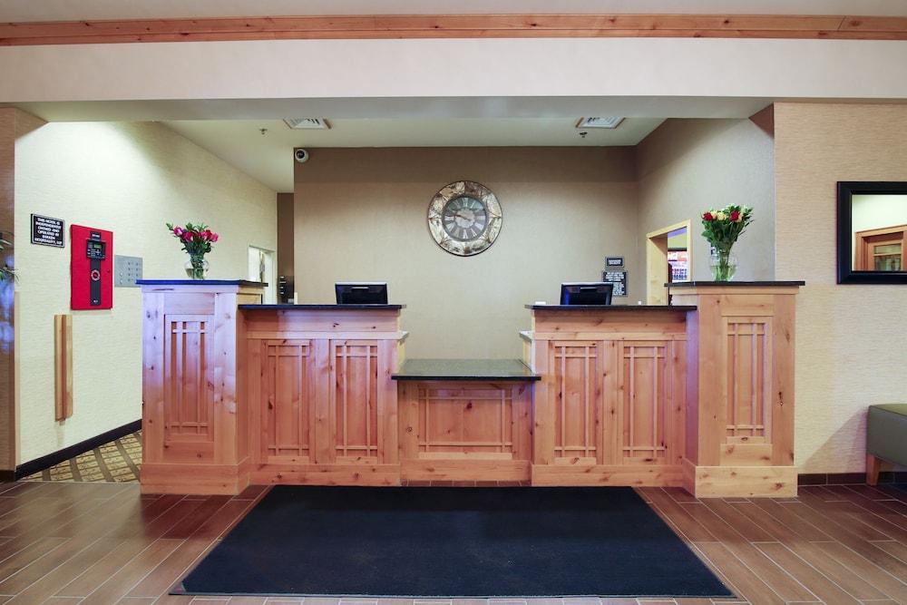 수리 밸리 스위트(Souris Valley Suites) Hotel Image 1 - Lobby