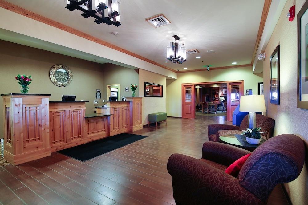 수리 밸리 스위트(Souris Valley Suites) Hotel Image 2 - Lobby Sitting Area
