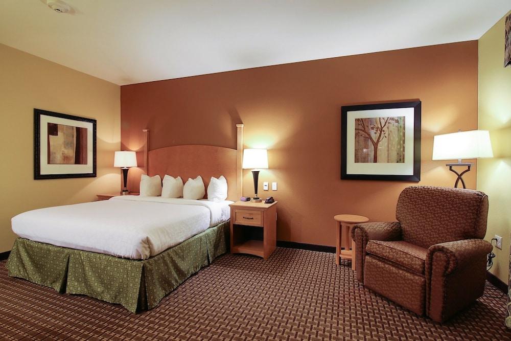 수리 밸리 스위트(Souris Valley Suites) Hotel Image 8 - Guestroom