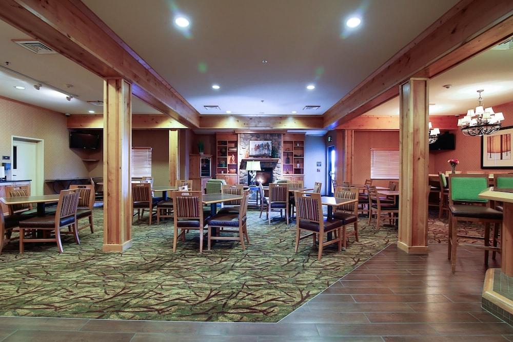 수리 밸리 스위트(Souris Valley Suites) Hotel Image 4 - Lobby Lounge