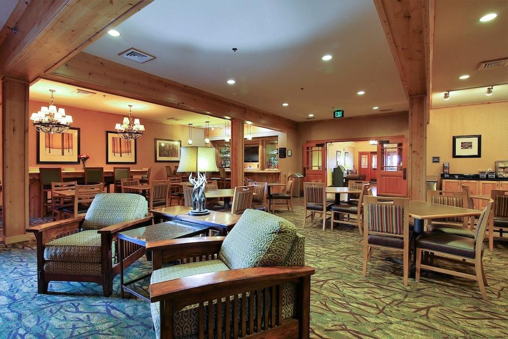 수리 밸리 스위트(Souris Valley Suites) Hotel Image 33 - Hotel Lounge