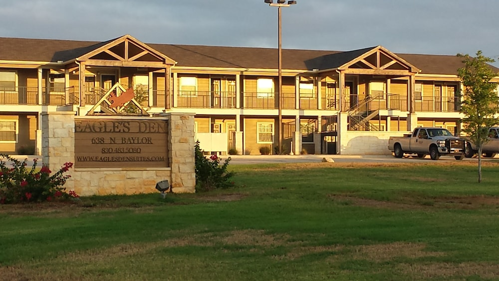 Eagle's Den Suites at Cotulla
