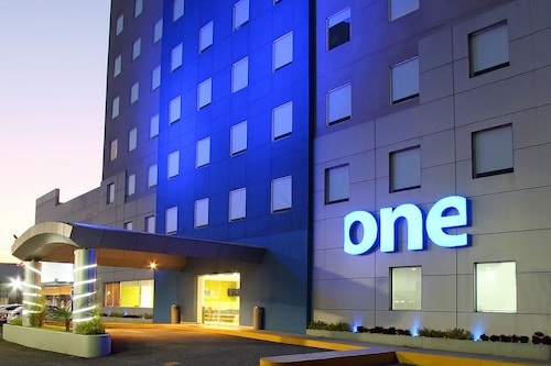 . One Querétaro Aeropuerto Hotel