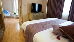 Junior Double Room, 1 Bedroom, Poolside