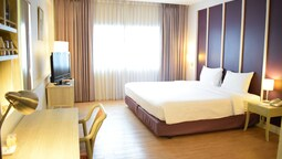 Deluxe Double Or Twin Room, 1 Bedroom, Bathtub, Poolside