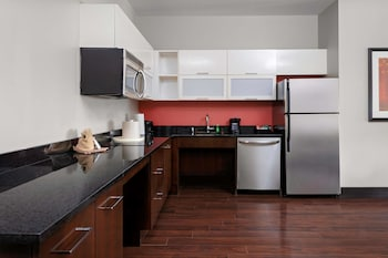Premium Studio, 1 King Bed, Accessible, Mountain View (Mobility & Hearing, Roll-in Shower)