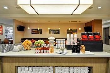 Breakfast Area at Hyatt House Atlanta Cobb Galleria in Atlanta