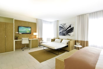 Deluxe Room (King with Sofabed)