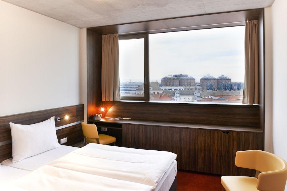 Simm's Hotel