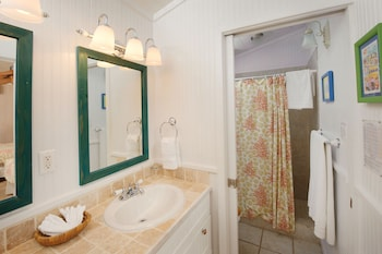 Hope Town Harbour Lodge an Ascend Hotel Collection - Bathroom  - #0