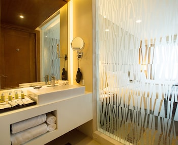 Best Western Plus Lex Cebu Bathroom