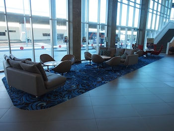 Lobby Sitting Area at Rydges Sydney Airport Hotel in Mascot