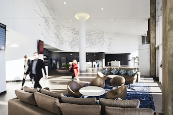 Lobby Lounge at Rydges Sydney Airport Hotel in Mascot