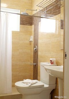 Devera Hotel Angeles Bathroom