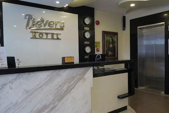 Devera Hotel Angeles Reception