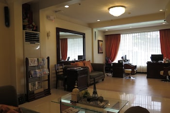 Devera Hotel Angeles Lobby Sitting Area